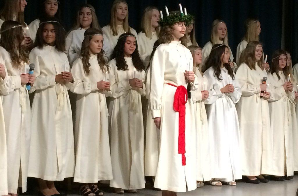 Santa Lucia chante en suédois